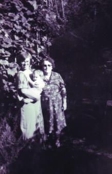Ja z Oleńką i babcią